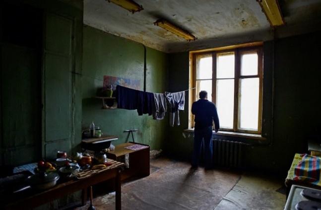 """A Saint-Pétersbourg, une immense """"kommunalka"""" que ses habitants rêvent de quitter"""