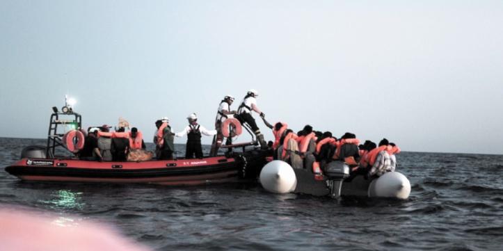 Des centaines de migrants secourus par une ONG arrivent en Espagne