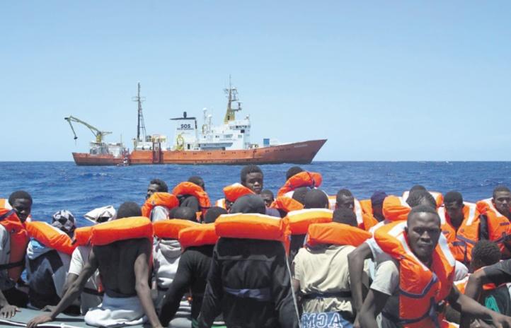 """Des ONG jugent les gouvernements de l'UE """"complices"""" de la tragédie des migrants en Méditerranée"""