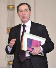 Le ministre français de l'Intérieur, Claude Guéant, dans ses œuvres : Plus lepéniste que Le Pen tu meurs !