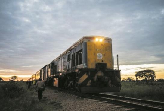 """La résurrection du """"train de la liberté"""", rare """"success story"""" au Zimbabwe"""