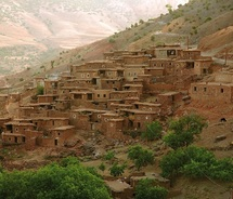 """Les institutions traditionnelles dans l'Atlas marocain : Les pactes de colactation """"tadâ ou tatâ"""" comme stratégie face aux aléas"""