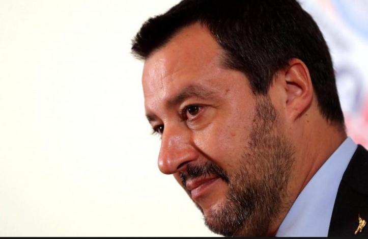 """Les militants """"5 Etoiles"""" évitent un procès à Matteo Salvini"""