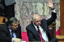 Après l'adoption du plan d'austérité : Papandréou justifie son choix