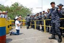 La pression internationale monte contre Maduro après une journée de violences