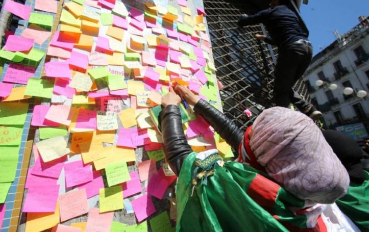 """Les étudiants algériens mobilisés dans la rue contre la """"ruse"""" de Bouteflika"""