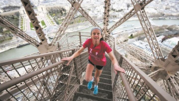 Verticale Tour Eiffel: une course au sommet dans une cage d'escaliers