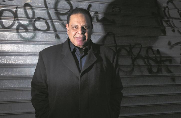 """L'auteur de """"L'immeuble Yacoubian"""" poursuivi pour insultes contre le pouvoir égyptien"""