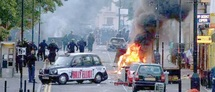 Violences en Grande-Bretagne : les émeutes s'étendent hors de Londres