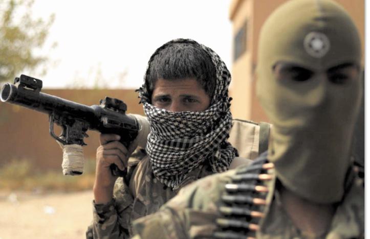 Kamikazes et roquettes, dernier recours des jihadistes de l'EI
