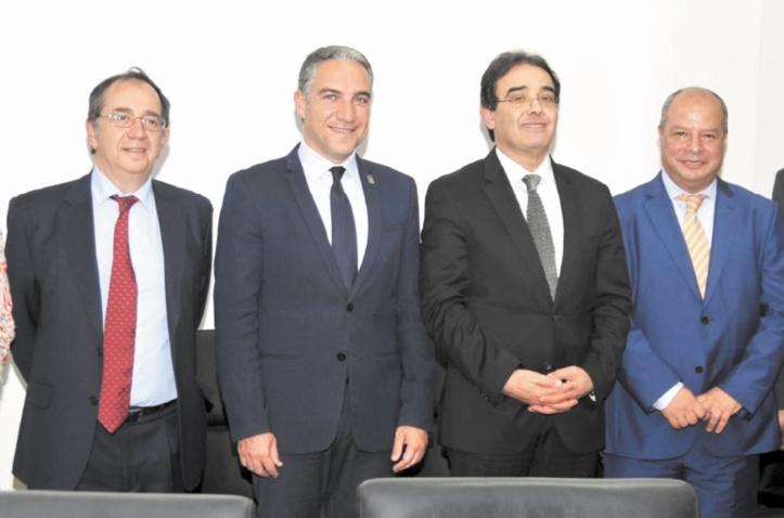 Abdelkrim Benatiq s'entretient avec le conseiller de la Présidence des administrations publiques et de l'intérieur de La Junta de Andalucia