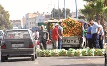 Camions, pick-up et autres remorques leur servent d'étals : Des marchands très ambulants.
