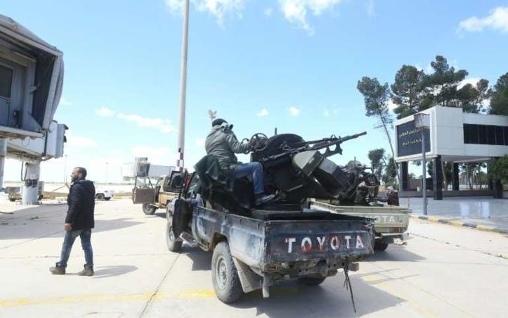 Vols suspendus à Tripoli, cible d'une offensive de Haftar