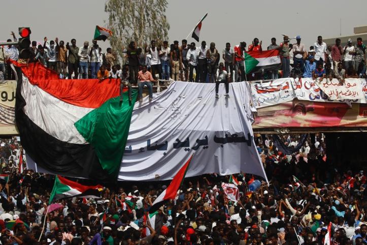 L'armée renverse Béchir et annonce une transition militaire de deux ans