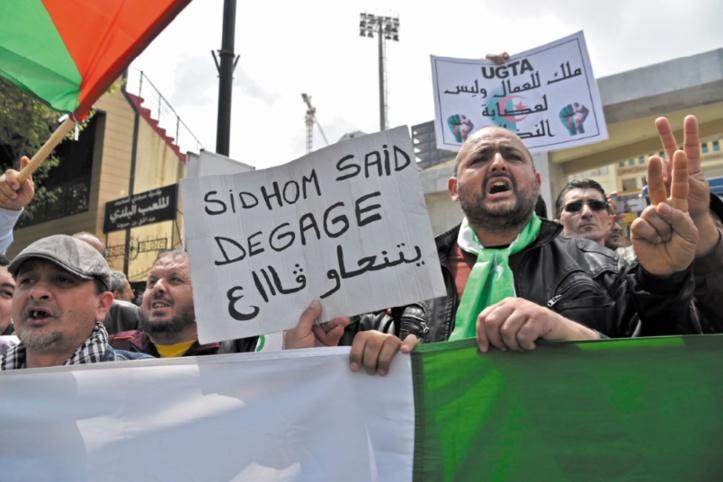 Algérie : Manifestation contre le patron du principal syndicat