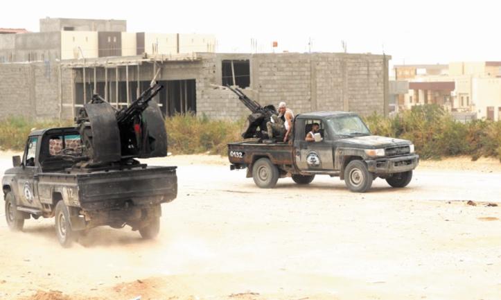 Pour les Tripolitains, la vie doit continuer malgré les combats à leur porte
