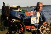 Un Canadien boucle le tour du monde à pied en onze ans