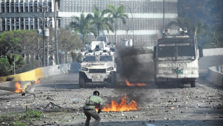 """Guaido appelle à la grève et Maduro jure de châtier les """"traîtres"""""""