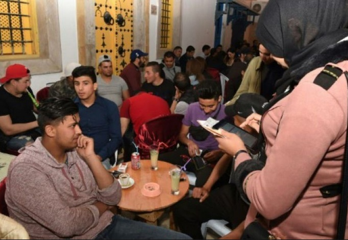 En Tunisie, la chasse aux nouveaux électeurs de nuit comme de jour