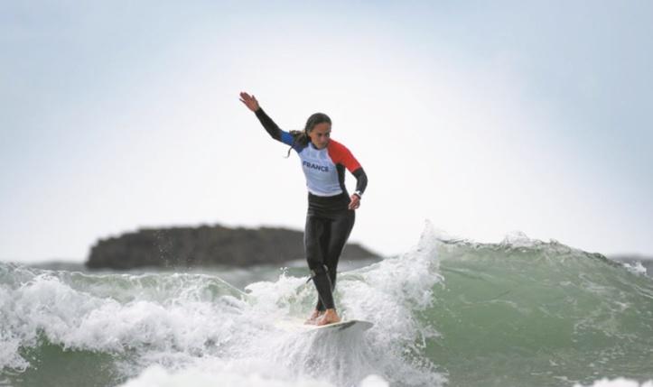Le longboard, cette sensation extra de marcher sur l'eau en surfant sur les vagues