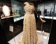 """A Washington, les robes de bal des """"First Ladies"""" sont exposées au musée"""