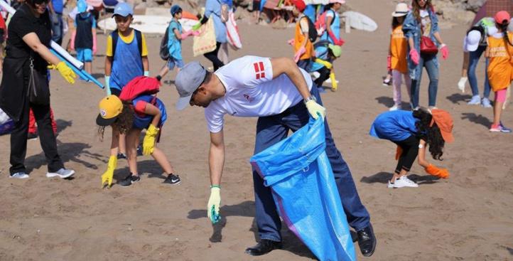 Opération de nettoyage de la plage des Oudayas : Merci les ambassadeurs scandinaves !