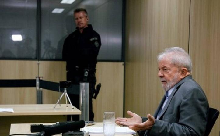 Report du réexamen d'une demande de libération de Lula
