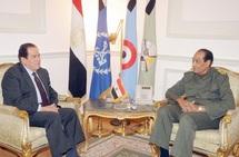 """Les généraux égyptiens sous la pression de la place Tahrir :  Ganzouri pour former un gouvernement de """"salut national"""""""