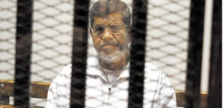 L'ex-président égyptien Morsi enterré discrètement et sous haute sécurité
