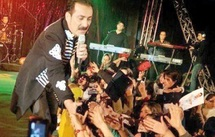 Farhad Darya, le «Elvis afghan», chante pour les femmes et son pays