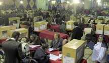 """Les Frères musulmans près de la victoire en Egypte : La """"surprise"""" salafiste aux élections suscite des craintes"""