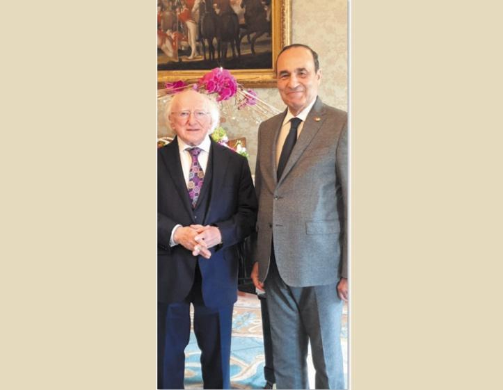 Le président de la Chambre des représentants en compagnie  du président de la République d'Irlande, Michael Daniel Higgins .