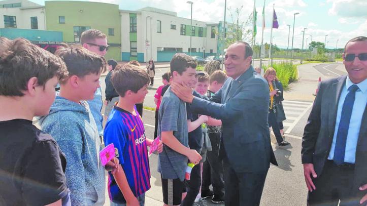 Habib El Malki en visite dans une école irlandaise