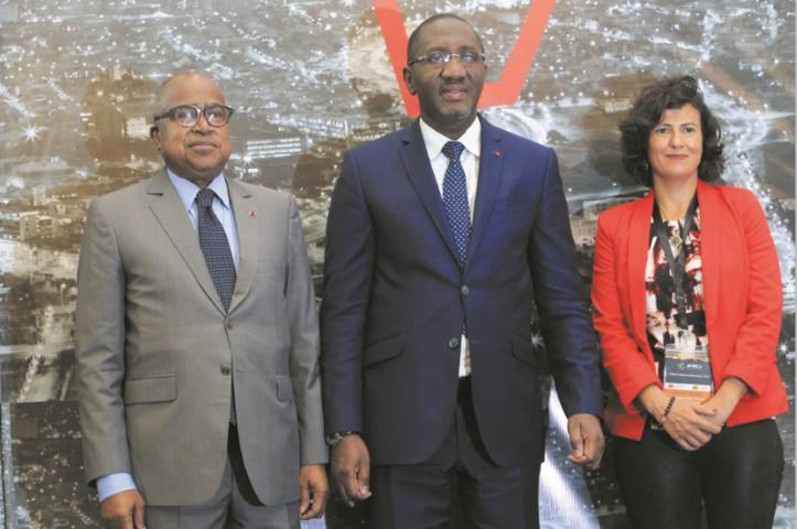 Georges Ndia Coffi, Président du Conseil d'Administration de la SIB, Souleymane Diarrassouba, Ministre ivoirien du Commerce de l'Industrie et de la Promotion des PME, Mouna Kadiri, Directrice du Club Afrique Développement du groupe Attijariwafa bank.