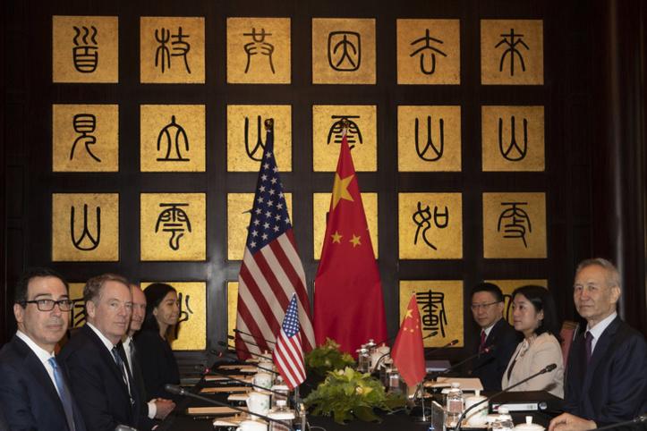 Après la sortie de Trump, brefs  pourparlers Chine-Etats-Unis à Shanghai