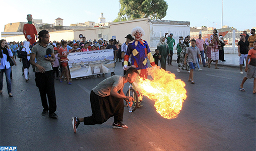Une parade donne le coup d'envoi  du 9ème  Festival  international  Jawhara