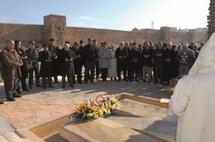 Recueillement sur la tombe de Abderrahim Bouabid