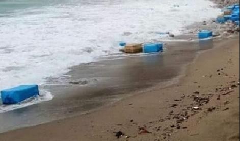 Trois tonnes de cocaïne retrouvées sur la plage de Sidi Rahal