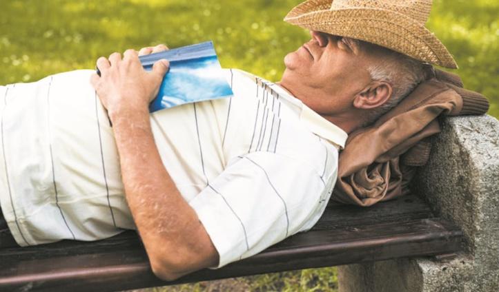 Faire souvent la sieste, un signe précoce d'Alzheimer ?