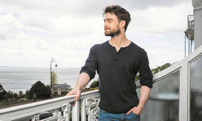 Daniel Radcliffe tourne un peu plus le dos à Harry Potter