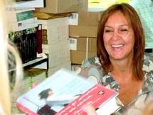 """Cérémonie en l'honneur de l'auteur de """"Tiempo entre costuras"""" : Tétouan rend hommage à Maria Duenas"""