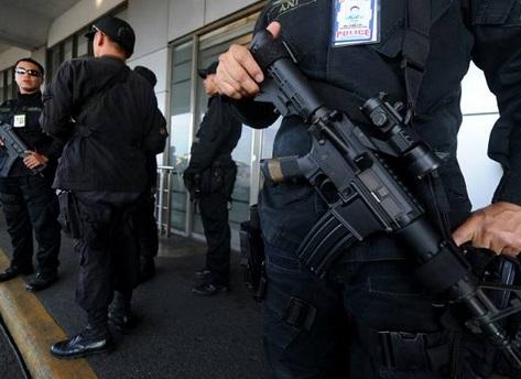 Insolite : Venue arrêter quatre suspects, la police philippine repart avec 277 Chinois