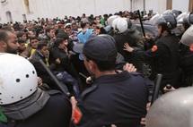 Le gouvernement promet la carotte et manipule le bâton : Les diplômés chômeurs entre promesses et répression