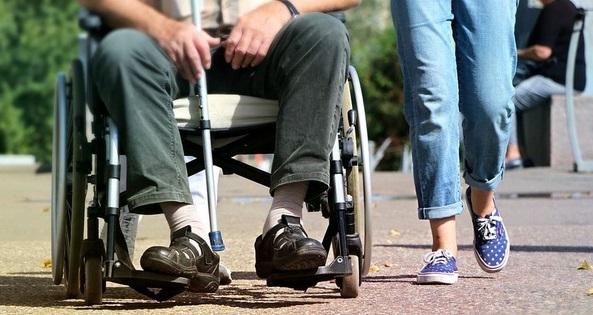 Appel à l'accès équitable aux soins pour les malades de la sclérose en plaques