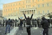 Athèns se réveille après une nuit d'émeutes : Le Parlement grec vote l'austérité