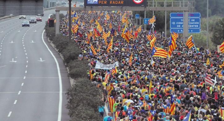 Grève générale et manifestation à Barcelone après de nouvelles violences