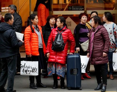 Les touristes chinois et américains les plus dépensiers en shopping à Paris
