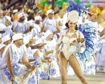 Le carnaval de Rio atteint son apothéose avec les défilés du sambodrome
