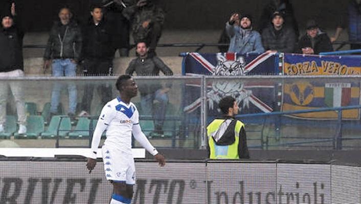 Victime de cris racistes, Balotelli répond au chef des ultras de Vérone