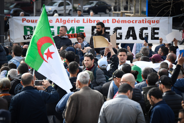 Manifestation nocturne à Alger contre la présidentielle